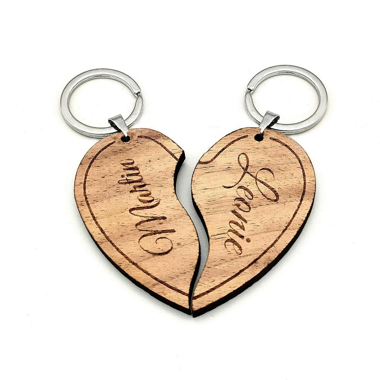 Partner-Schlüsselanhänger Set aus Nussbaum Holz - mit Gravur - Geschenk