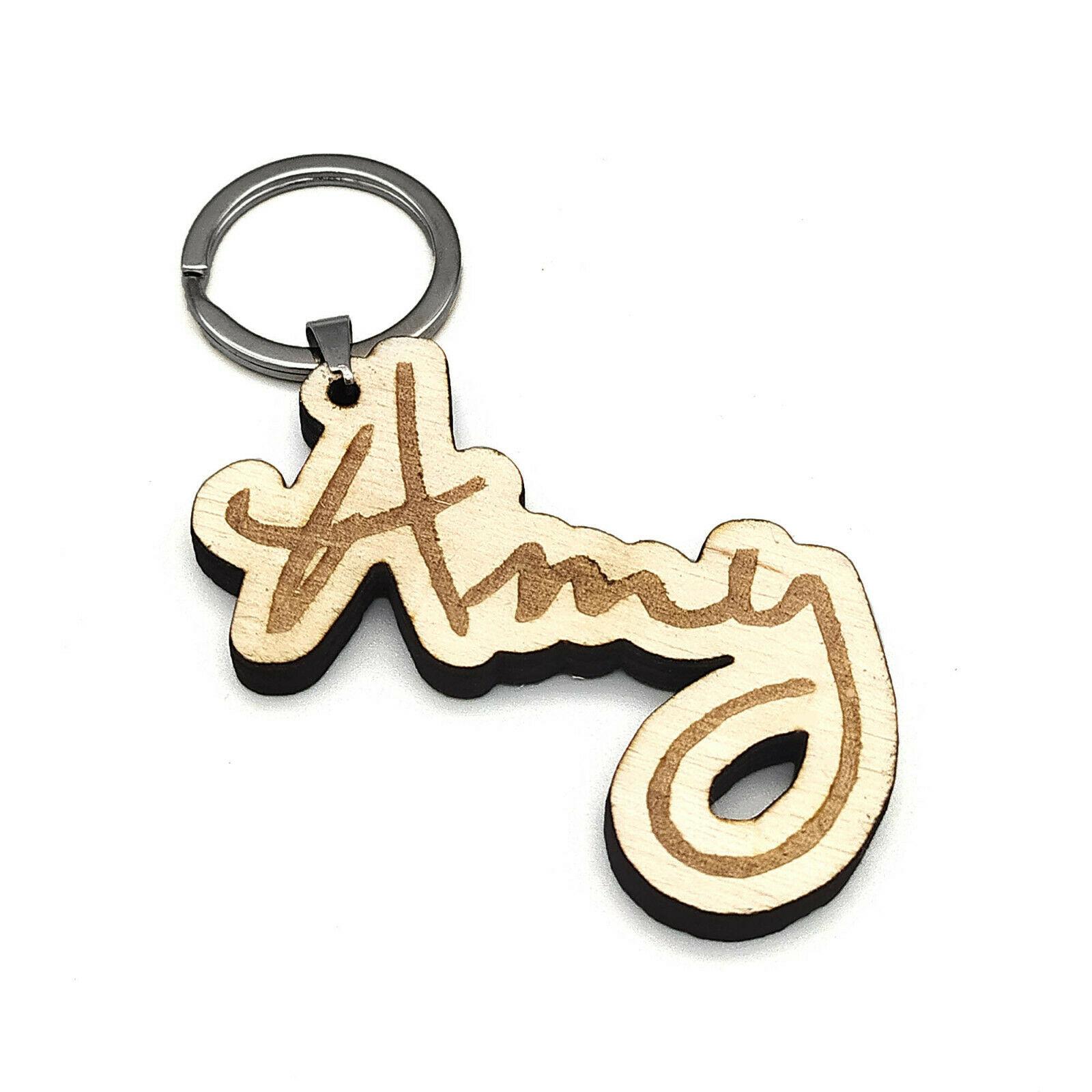 Namensanhänger aus Holz - personalisierter Schlüsselanhänger mit Gravur